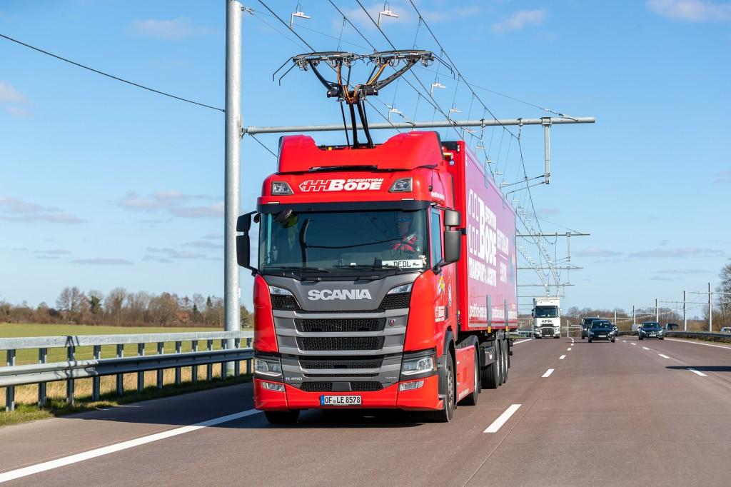 Scania electric truck on Siemen's ehighway.